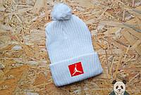 Стильная шапка мужская джордан,Jordan белая с бубоном