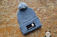 Модная серая шапка carhartt с бубоном