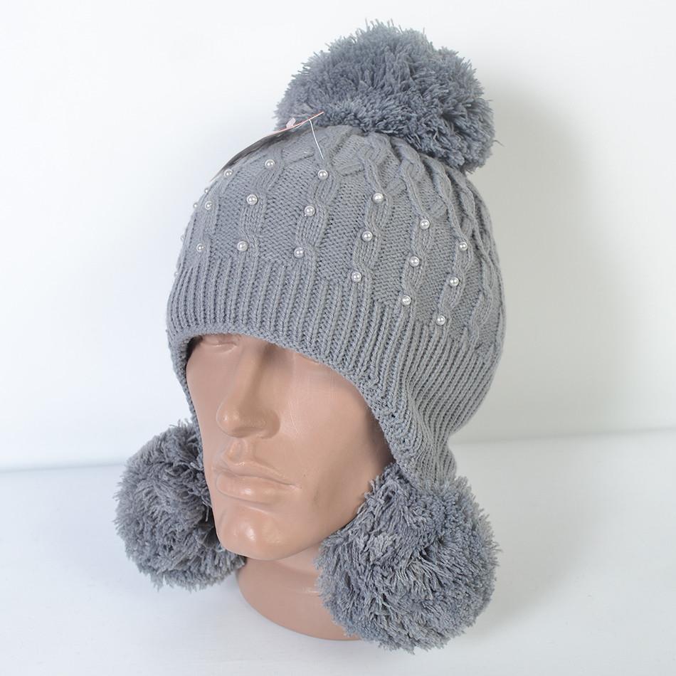 Жіноча стильна шапка щільної в язки. В середині утеплена в області ... 71df389602aa0