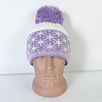 Модна  жіноча  в'язана  шапка  з  помпоном, фіолетова