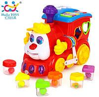 Игрушка-сортер Huile Toys Паровозик со световыми и звуковыми эффектами (556)
