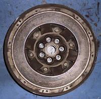 Маховик демпферный ( двухмассовый маховик ) RenaultMegane II 1.9dCi2003-20098200538163   (мотор - F9Q)