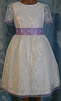 Нарядное детское платье из гипюра с сиреневым кружевом