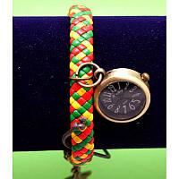 """Женские наручные часы-браслет на плетеном ремешке с подвесками """"Клоган"""", разноцветный"""