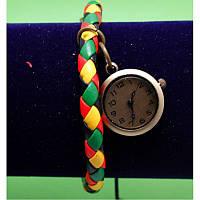 """Женские наручные часы-браслет на широком плетеном ремешке с подвесками """"Портмаги"""", разноцветный"""