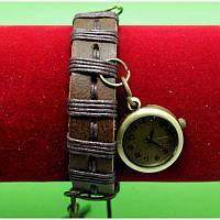 """Женские наручные часы-браслет на широком ремешке с подвесками """"Клонмени"""", коричневый"""