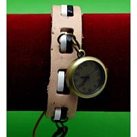 """Женские наручные часы-браслет на широком ремешке с подвесками """"Авока"""", бежевый"""