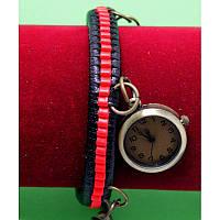"""Женские наручные часы-браслет на широком двойном ремешке с подвесками """"Алансфорд"""", черно-красный"""