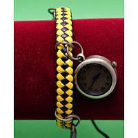 """Женские наручные часы-браслет на широком плетеном ремешке с подвесками """"Джисборн"""", черный с желтым"""