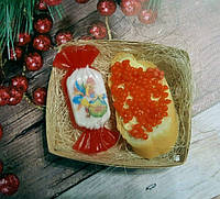 """Новогодний набор мыла ручной работы """"Бутерброд с икрой и конфета с петушком"""""""