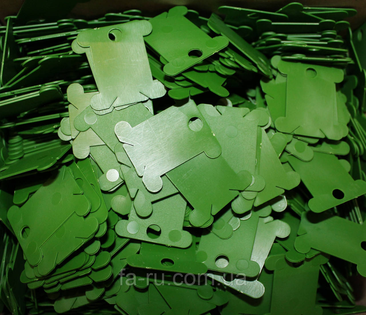 Шпули пластиковые для мулине зеленые
