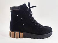 Замшевые женские зимние комфортные стильные черные ботинки на платформе