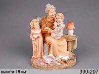 Статуэтка Бабушка с внуками 19 см полистоун