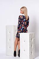 Модное женское платье свободного кроя с отложенным воротничком и манжетами