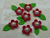 """Кондитерское украшение """"Цветочек с жемчужиной с зелёными листиками"""""""