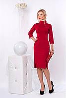 Приталенное платье с высоким воротником