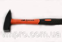 Молоток  слесарный 300 гр. Old Master L=320 мм. Ручка из стекловолокна с резиновым покрытием.