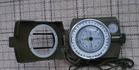 Туристический жидкостный компас, в металлическом корпусе защищен от ударов
