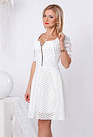Женское коктейльное платье белого цвета с пышной юбкой из гипюра. Модель 958 SL.