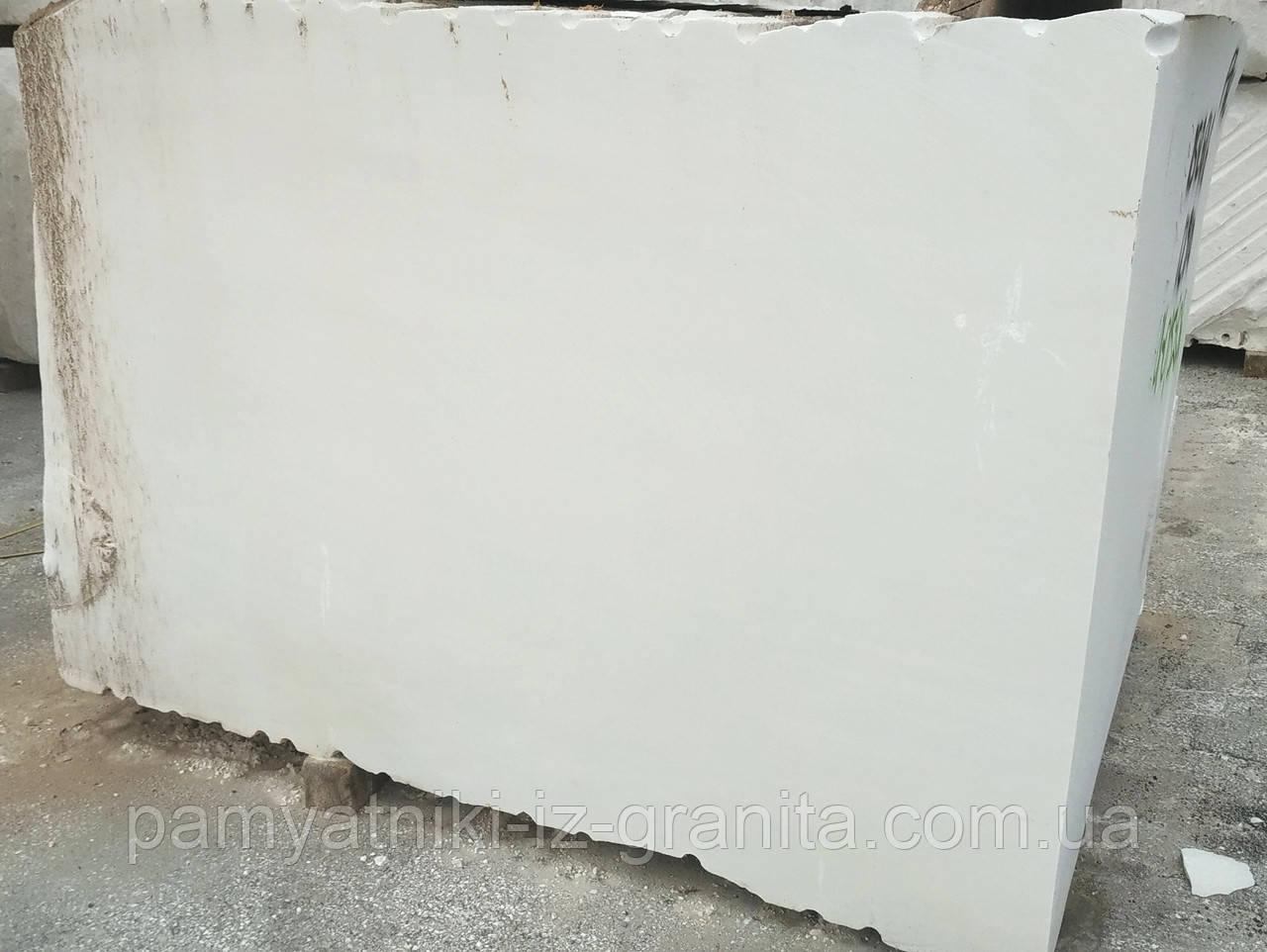 Мраморные блоки