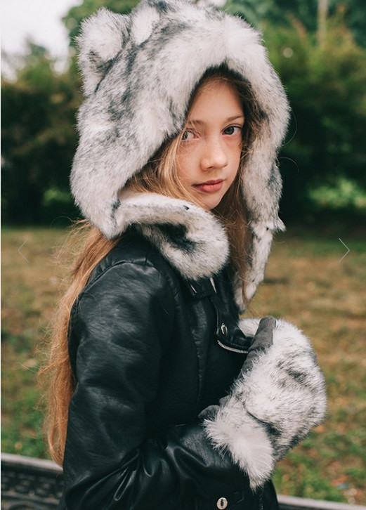 Шапка и перчатки из меха для девочек DemboHouse. Зимовий комплект для дівчинки Небраска сірий, фото 1