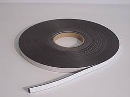 Магнітна стрічка 12,7 мм х 30,5 м з клейовим шаром тип А