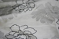 Светлая ткань  для штор  с вышитыми цветами для черно-белых интерьеров Bennet.