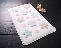 Маленький коврик для ванной комнаты