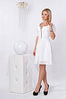 Нарядное гипюровое платье с короткой пышной юбкой, белого цвета