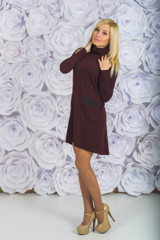 Стильное трикотажное платье бордо