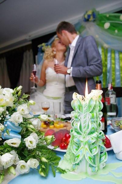 Свечи на свадебном столе, ручная работа, резная, нежного зелено-голлучого цвета.