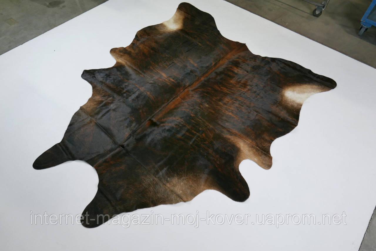 Богатая, шикарная коровья шкура темно коричневого цвета