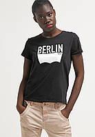 Футболочка женская с принтом Levi's® THE PERFECT Berlin