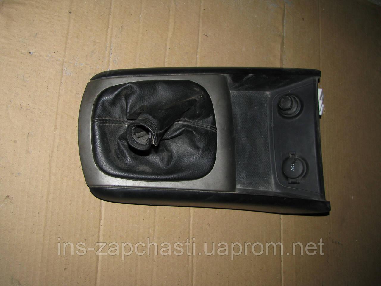 Панель передней консоли (с разьемом 12В и прикуривателем) 84651-2L100 Hyundai i30 2007-2011