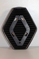 Решётка центральная под знак RENAULT на Renault Trafic  2001->2006 —  RENAULT Оригинал - 8200044583