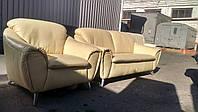 Компактный комплект мебели из натуральной кожи . Италия.