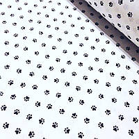 Хлопковая ткань с черными лапками на белом фоне №345