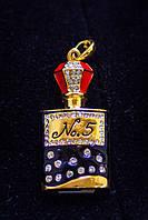 Флешка 2 в 1, модный и стильный аксессуар брелок- флешка в виде флакона Шанель со стразами 8 Гб