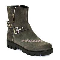 Ботинки замшевые женские серого цвета, демисезонные на тракторной подошве. 39 размер