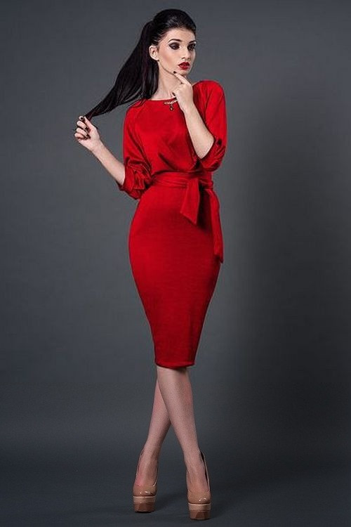 Трикотажное платье ниже колен 46 размер