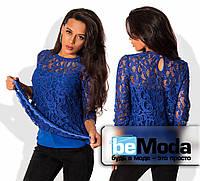 Нарядная женская блуза из тончайшего гипюра с баской по краю низа с подкладом майкой из трикотажа электрик