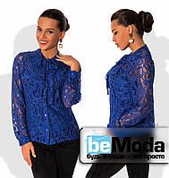 Деловая женская блуза из тончайшего гипюра с бантом на вороте с подкладом майкой из трикотажа электрик