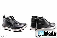 Стильные мужские ботинки  из экокожи на искусственном меху на белой подошве и высокой шнуровке черные