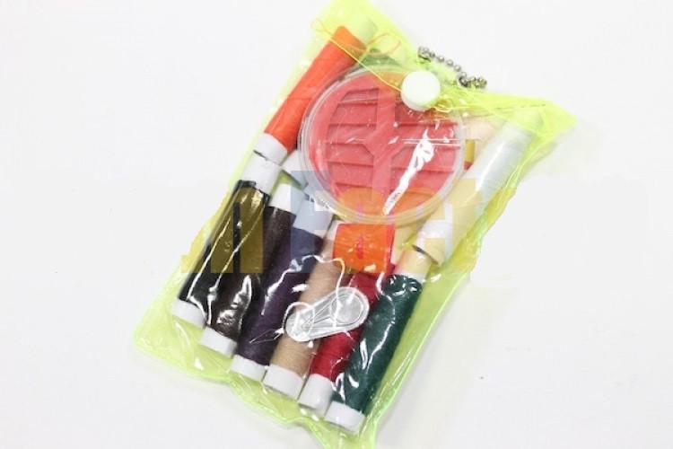 Дорожній набір ниток в прозорій сумочці на кнопці