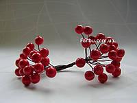 Штучні блискучі ягоди для декору червоні d=1 см (1 упаковка - 40 ягідок), фото 1