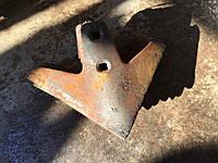 Лапа стрельчатая КРН 220 мм наплавка сормайтом, Сталь 65