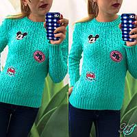 Женский свитер из ажурной вязки с латками