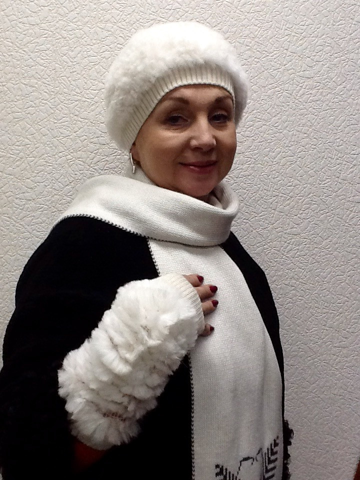 Комплект шапка и перчатки мех вязка кролик белый