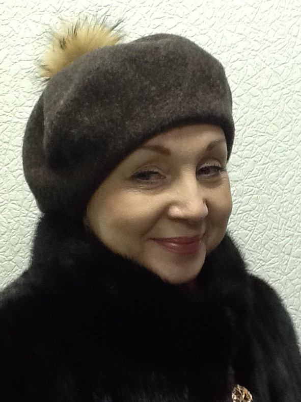 Берет женский коричневый шерстяной с бубоном