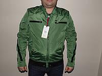 Мужская куртка весенняя зеленого цвета